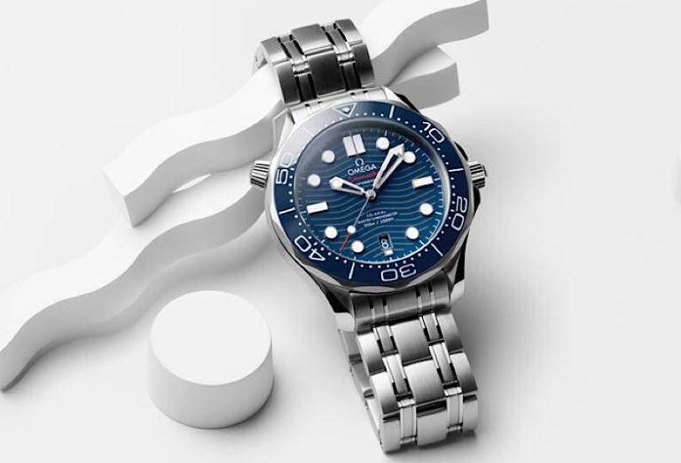 青文字盤の腕時計「オメガのシーマスター」