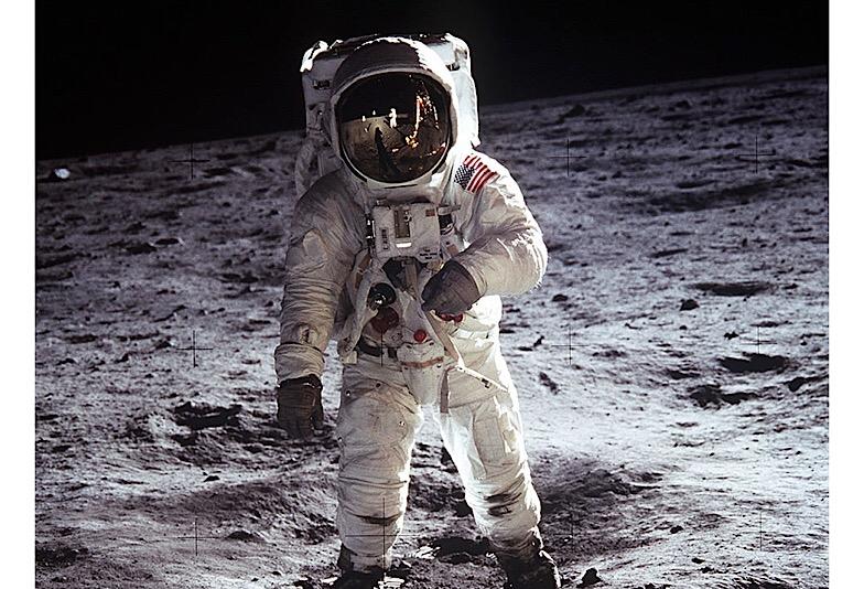 スピードマスタープロフェッショナルを装着した宇宙飛行士