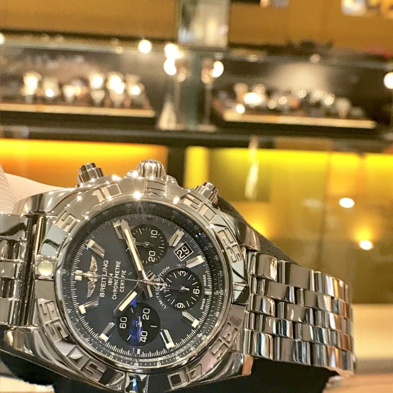 ブライトリングの腕時計 クロノマットJSP 日本限定ブラックMOP