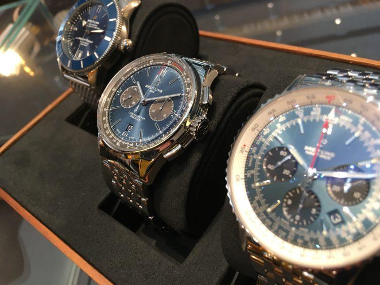 青文字盤の腕時計