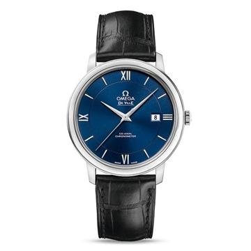 深みのある青が綺麗な腕時計